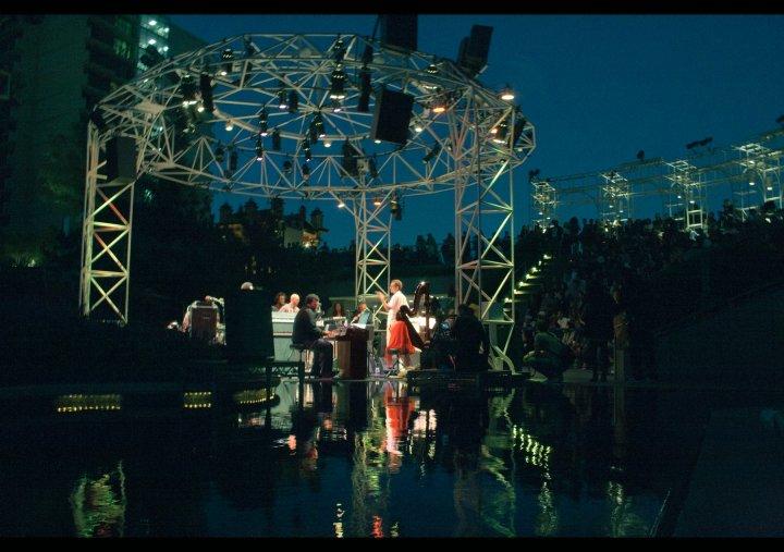 Miguel Atwood-Ferguson feat Flying Lotus – Drips/Take Notice